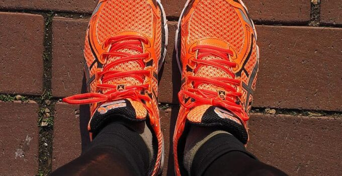 wide toe box running shoes